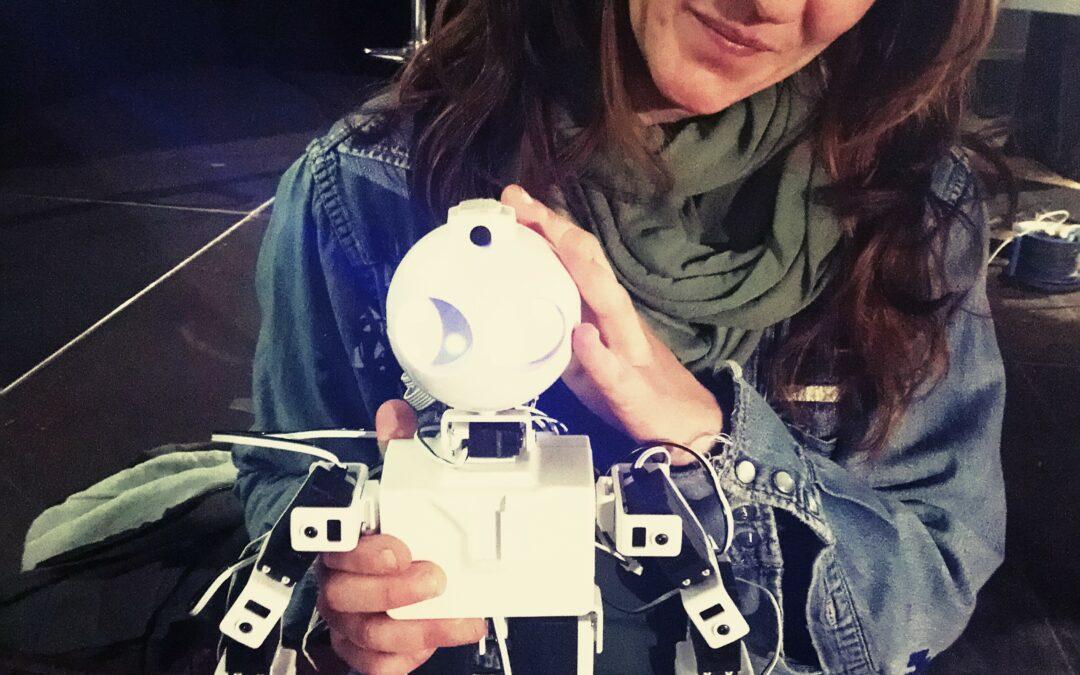 Altea, la mujer que creó un taller de robótica para niños con autismo